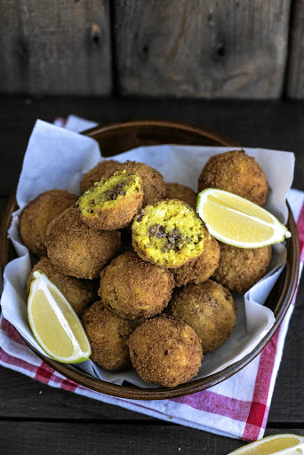 Cheesy arancini (fried rice balls).