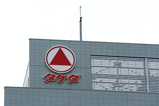 CASH INJECTION: KICKER Several analysts say said Takeda, Japan's biggest drug maker by sales, will need to substantially raise the cash component of its offer to make it attractive to London-listed Shire's shareholders.