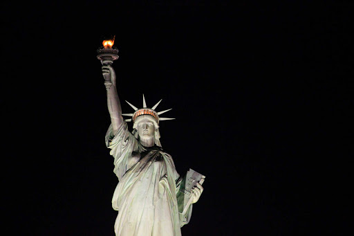 statue-liberty-night.jpg - The Statue of Liberty between New York and New Jersey at night.