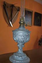 Photo: Lampa naftowa pamiętająca czasy barona von Roth.