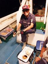 Photo: 戸田シェフが「ちゃちゃっ」とさばいて、さあ召し上がれ! 「まんまるお月さま」のせいか、イカの釣果は食べるだけの釣果でした。