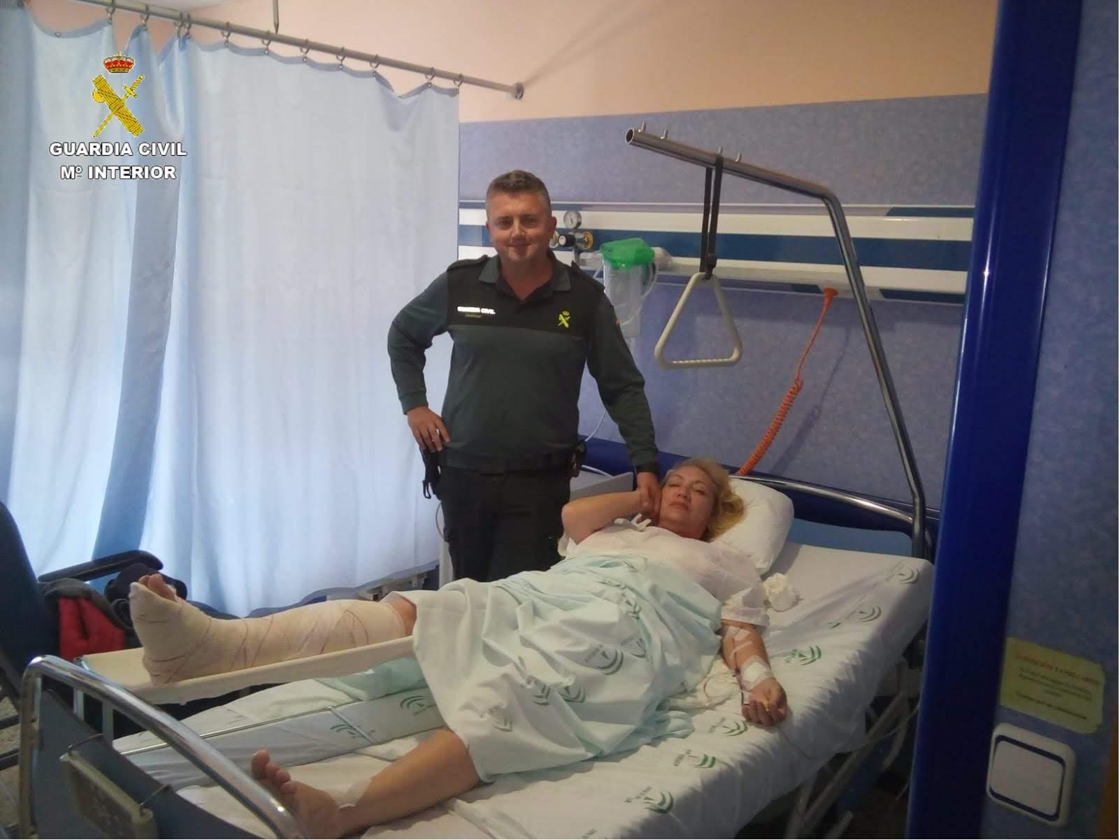 La Guardia Civil salva la vida de una mujer herida en Bolonia