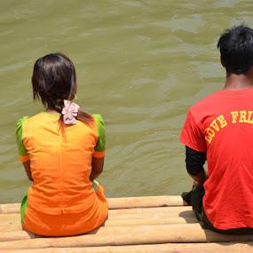 Friends or Love? by Gonzalo Ruiz - People Couples ( love, myanmar, inle, friends, lake, burma )