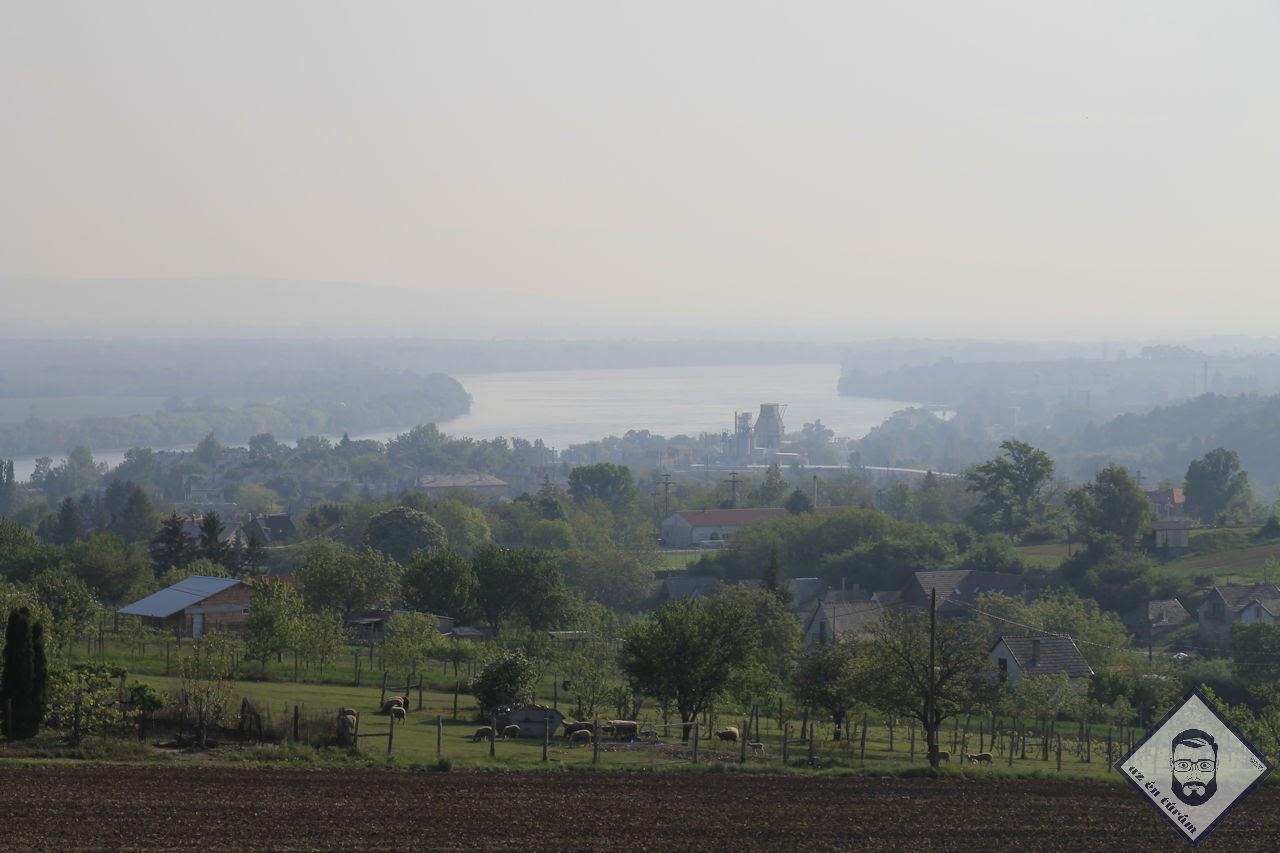 KÉP / Kilátás lábatlani mészgyár és a Duna felé