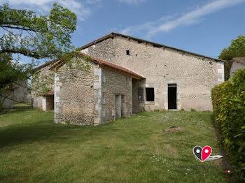 maison à Saint-severin (16)