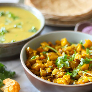 Cauliflower, potatoes and carrots vegetable (One pot Indian dish).