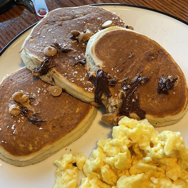 Chocolate chip Pb chip pancakes
