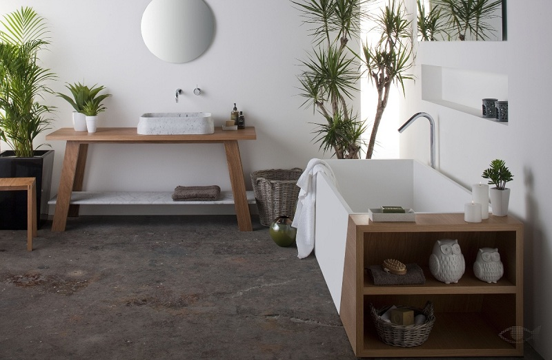 Свежие цветы в ванной