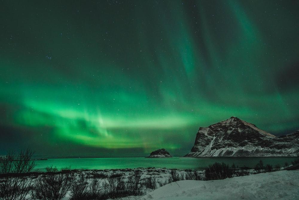 green aurora sky