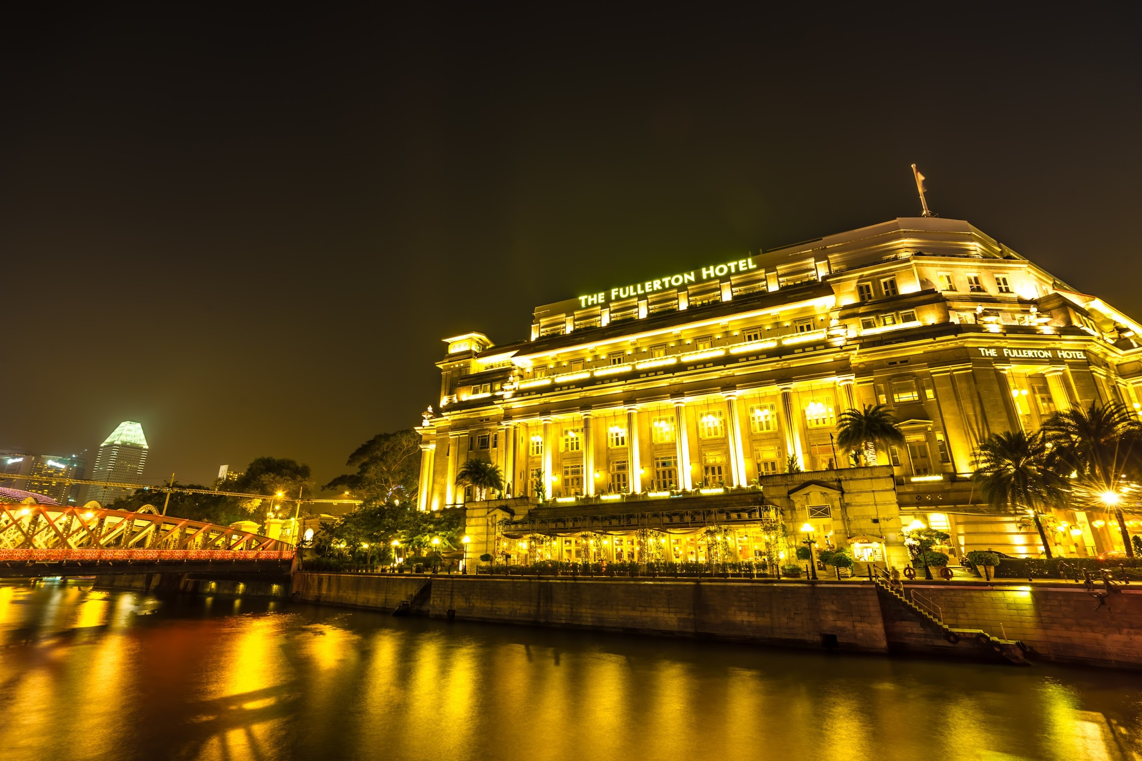 Singapore Fullerton Hotel night view5