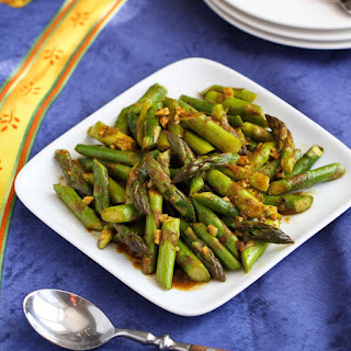 5-Ingredient Asparagus Recipe with Curry Sauce.