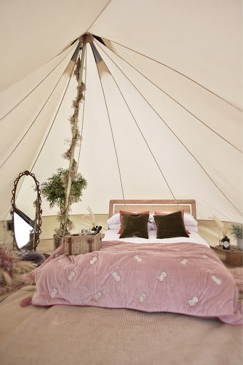 PINK THEMED WEDDING IDEAS FOR A FESTIVAL INSPIRED WEDDING