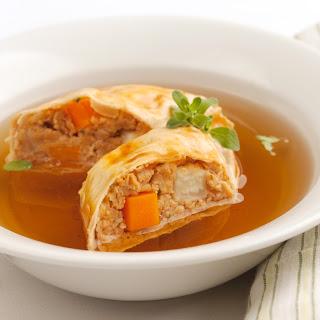 Rindsuppe mit Wiener Fleischstrudel