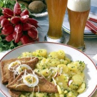 Saftiger Kartoffelsalat mit Fleischkäse