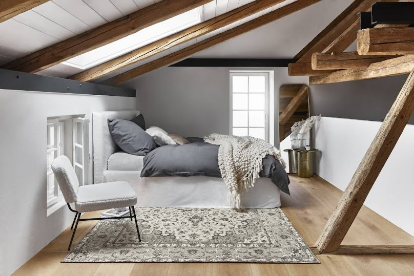 Planując sypialnię pod skosami - postaw na ulubione kolory i rozwiązania