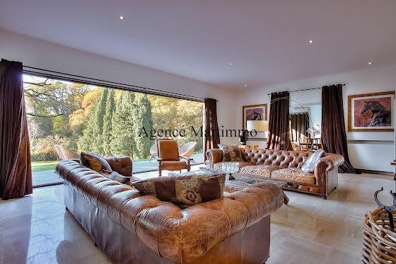 Vente propriété 9 pièces 400 m2