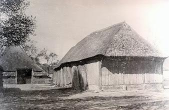 Photo: De oude schaapskooi met boerderij van J. Kleef, afgebrand 1933