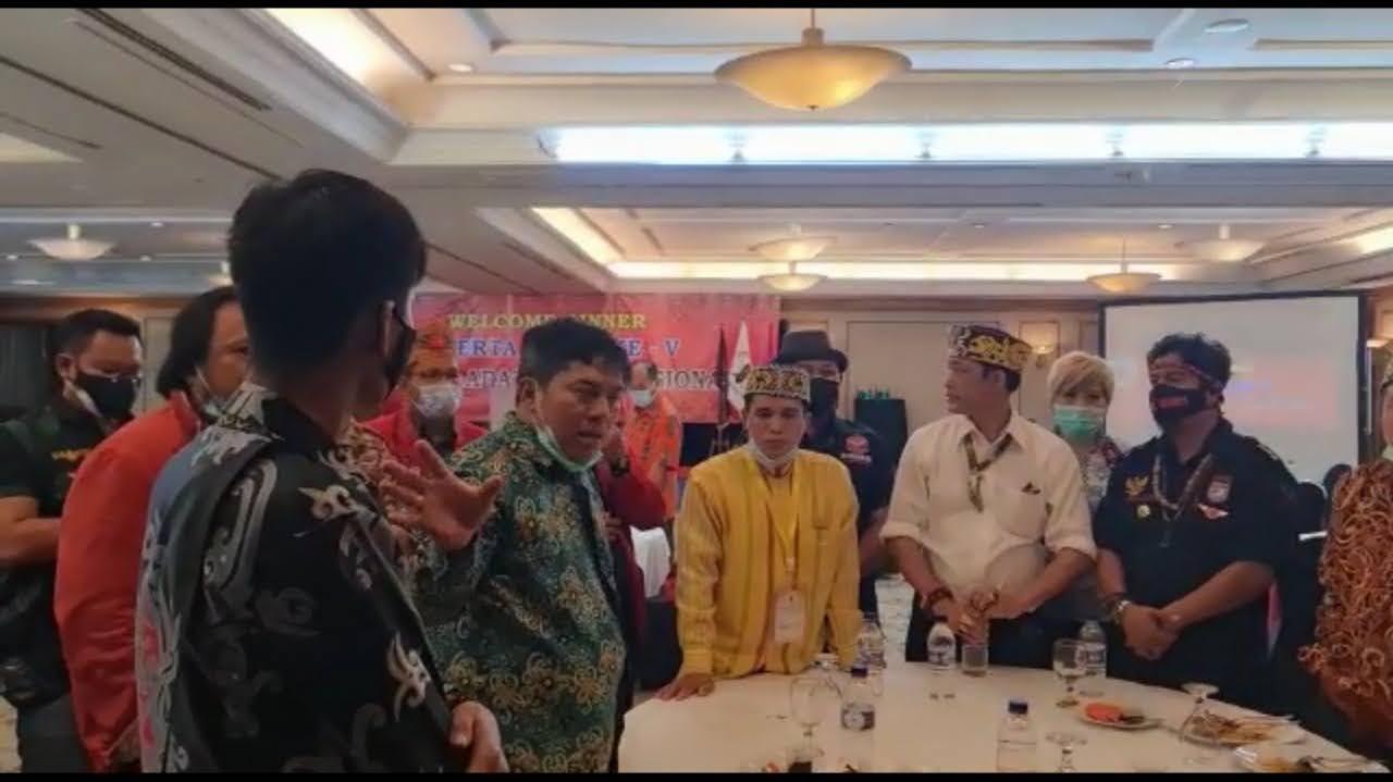Timanggong KalbarKesalMajelis Adat Dayak Nasional Ricuh