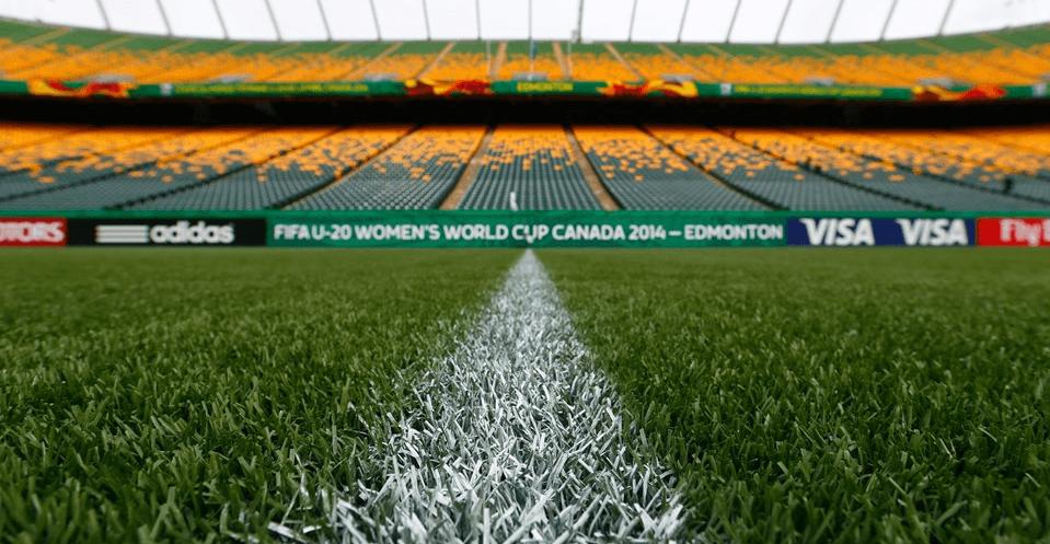 Illustration de Du gazon synthétique à la Coupe du Monde Féminine U-20 Canada 2014