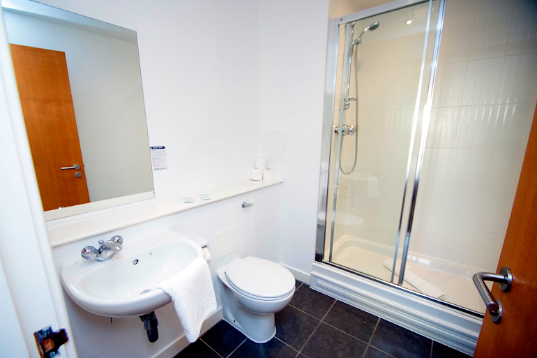 Luxury en-suite bathroom at Western Harbour Midway