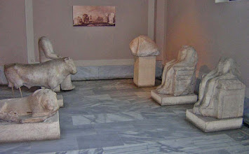 Photo: Statues from the Sacred Road from Miletus to Didyma .......... Beelden van de Heilige Weg Milete-Didyma