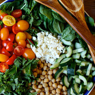 Spinach Salad with Quinoa, Chickpeas, and Paprika Dressing