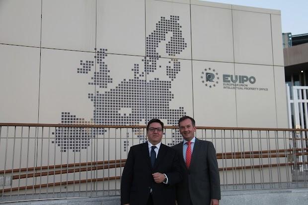 Un despacho almeriense de abogados asesora a 1.200 funcionarios de la UE