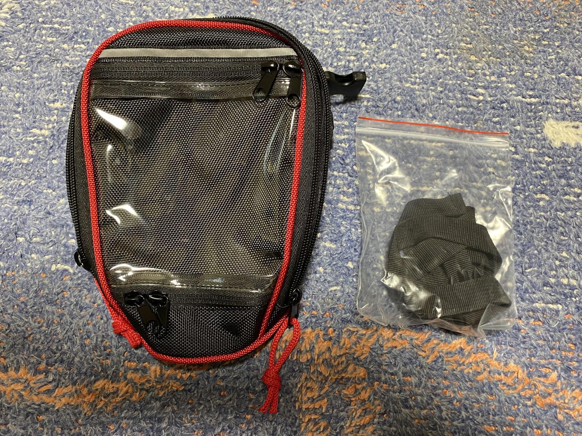 デグナータンクバッグと付属品