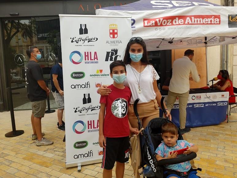Ana Belén y sus hijos, Aitor y Yotuel, en el 'photocall' de la SER