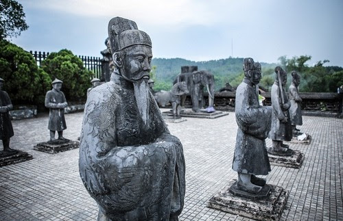 Lăng Khải Định kết hợp Đông - Tây đẹp mắt 4