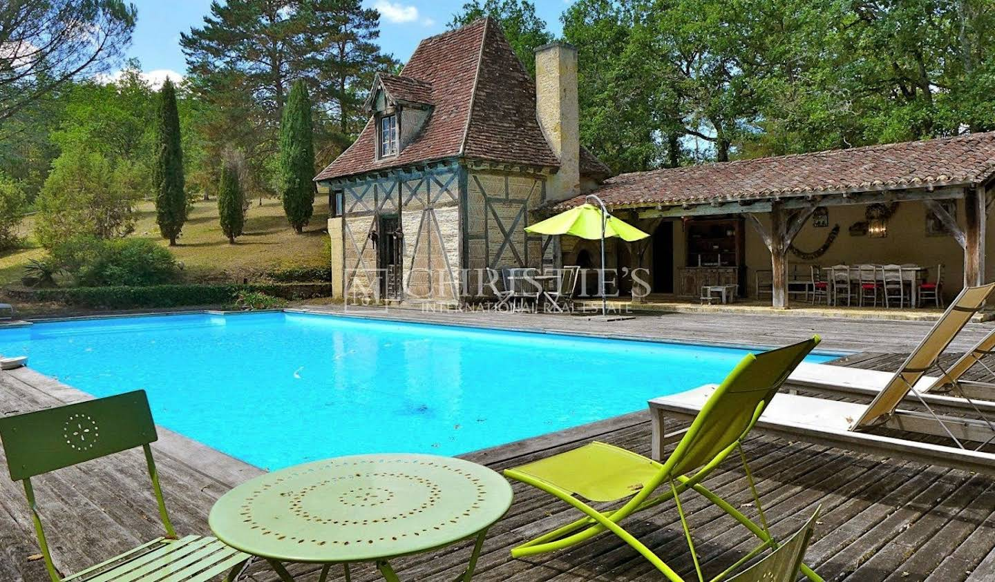 Property with pool and garden LES EYZIES DE TAYAC SIREUIL