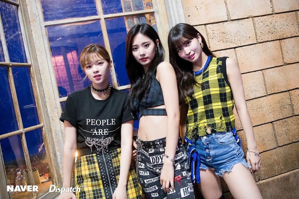 TWICE-Yes-or-Yes-MV-Shooting-Jeongyeon-Momo-Tzuyu-twice-jyp-ent-41648792-1600-1067