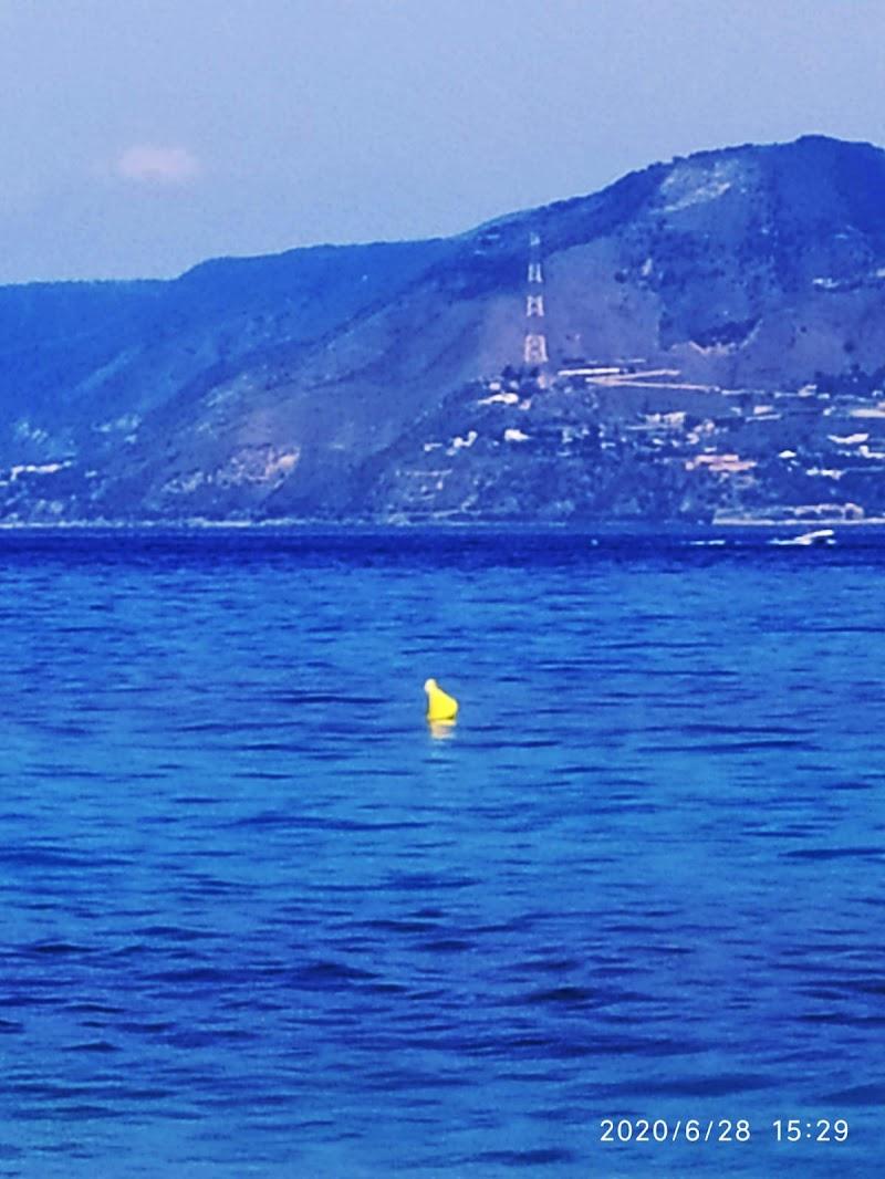 Un po'di giallo in mezzo al mare di mariella_aliotta