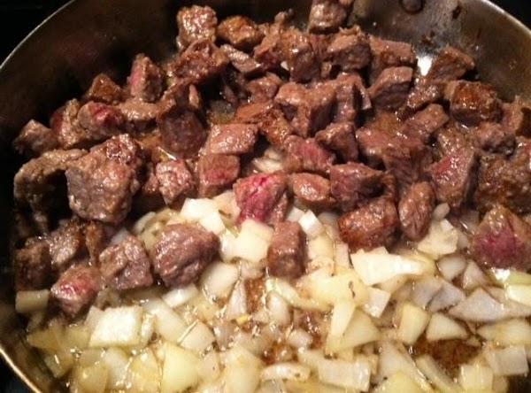 IN A BOWL SPRINKLE MEAT CUBES WITH SALT N PEPPER THEN MIX IN FLOUR. IN...