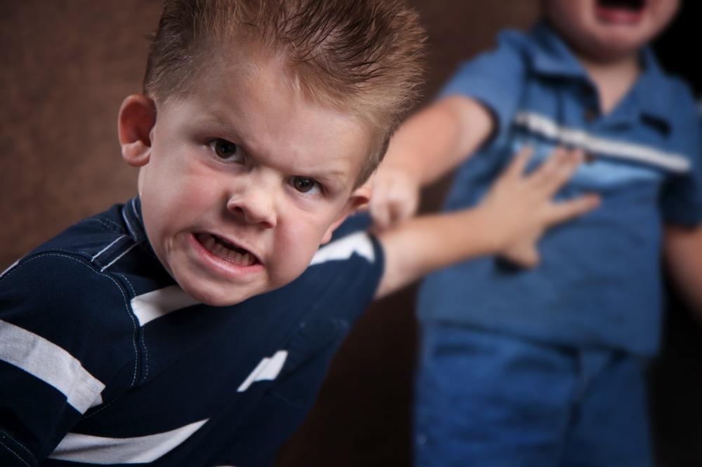 niños-peleando-resolución-de-conflictos.