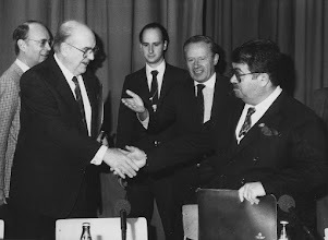 """Photo: DAVOS/SWITZERLAND, 2FEB 1986 - Davos Détente, a historic handshake between Prime Minister Andreas Papandreou of Greece and Prime Minister Turgut Özal of Turkey and Klaus Schwab (left) looking on at the European Management Symposium, the predecessor of the World Economic Forum in Davos in 1986.  Copyright <a href=""""http://www.weforum.org"""">World Economic Forum</a> (<a href=""""http://www.weforum.org"""">http://www.weforum.org</a>)"""