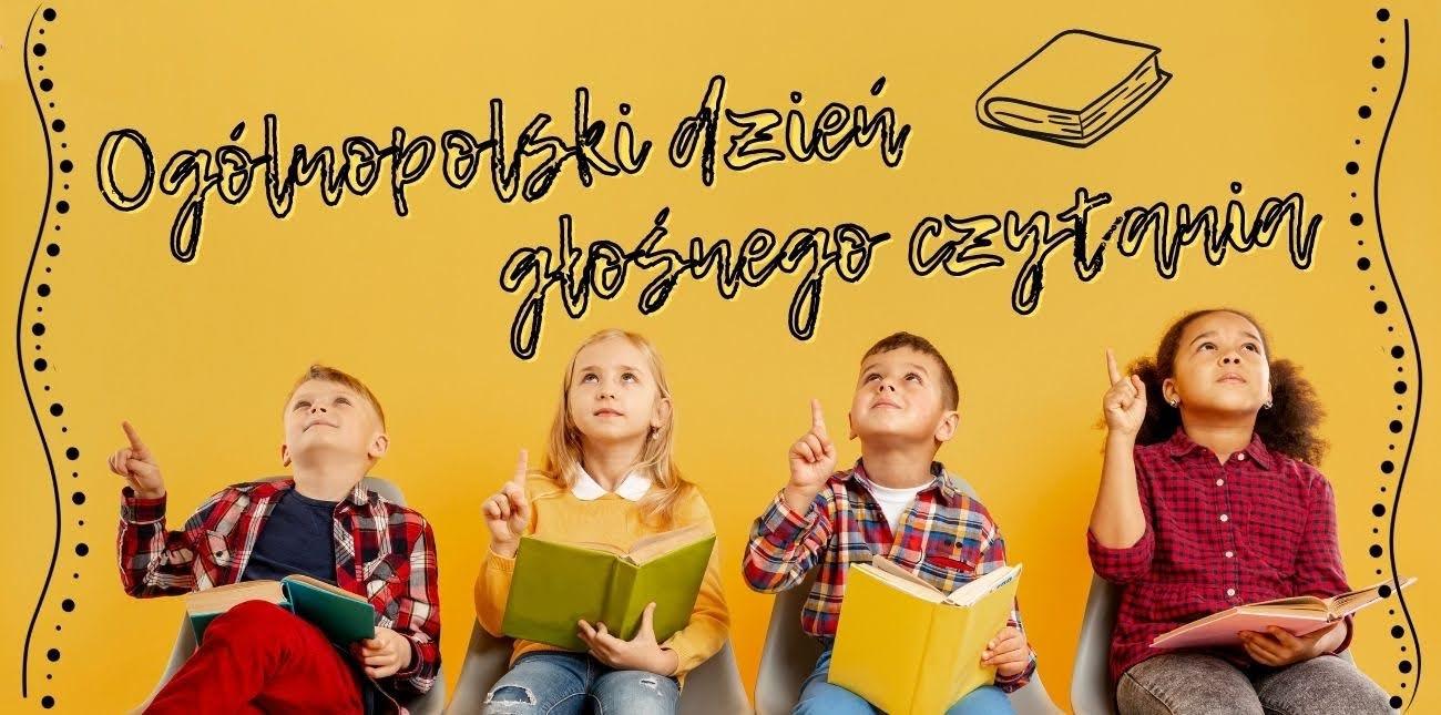 Zdjęcie grupowe dzieci czytające książki
