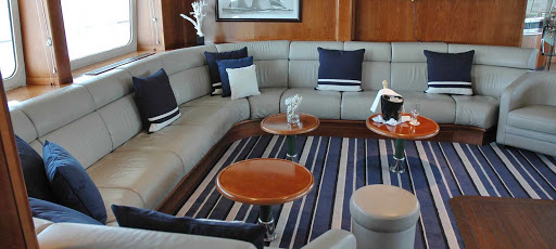 Ponant-lounge2.jpg - Kick back with a cocktail in the lounge of Le Ponant during your luxury ship sailing.
