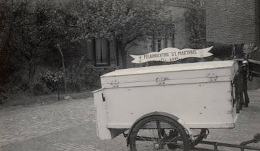 Photo: 1945-1955 Mastbosstraat. Melkkar van melkfabriek St. Martinus.