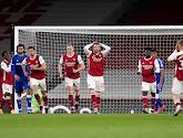 Geen fijne avond voor Kroenke: beladen sfeer door supportersprotest en Arsenal verliest door blunder doelman