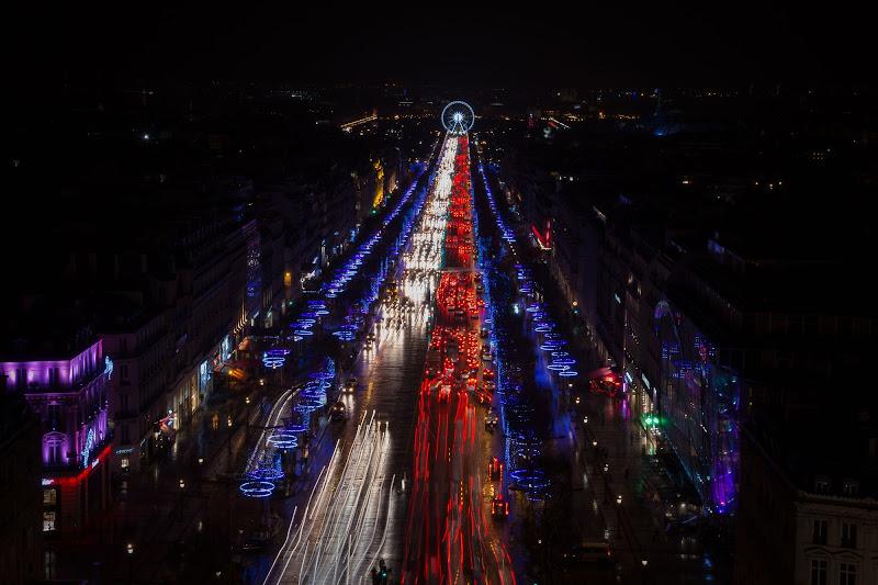 Parigi non dorme mai di GIORGIO VOLPONI