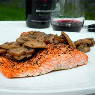 Salmon with Mushrooms in Red Wine