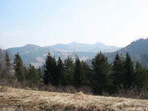 Photo: 23.Panorama wschodniej części Pienin z okolic Targova. Szczyt na końcu to może być Wysoka (1050 m).