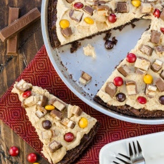 Candy Bar Brownie Pizza