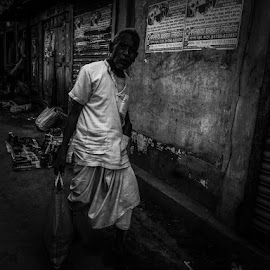 Return  by Shadman Chowdhury - Instagram & Mobile Android ( mobilography, black and white, village, people, street photography )