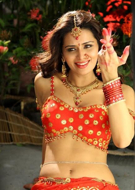 Meenakshi Dixit smile, Meenakshi Dixit beautiful pics