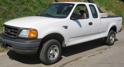 Photo: Lot 11 - (2768-1/7) - 2004 Ford F150 1/2 Ton Ext Cab Pickup - 106,876 miles