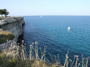 Photo: Ich nehme die Autobahn um Bari herum und halte erst wieder, als die apulische Küste hinter Brindisi interessanter wird.