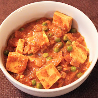 Mattar Tofu (A Healthy Version of Mattar Paneer!).