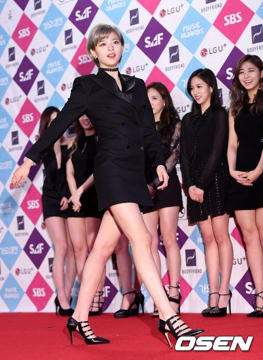 jeongyeon suit 15